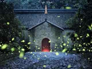 萤火虫和静谧的寺门桌面壁纸