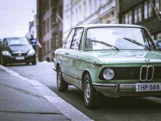 帅气绿色老爷车图