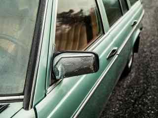 复古墨绿色老爷车