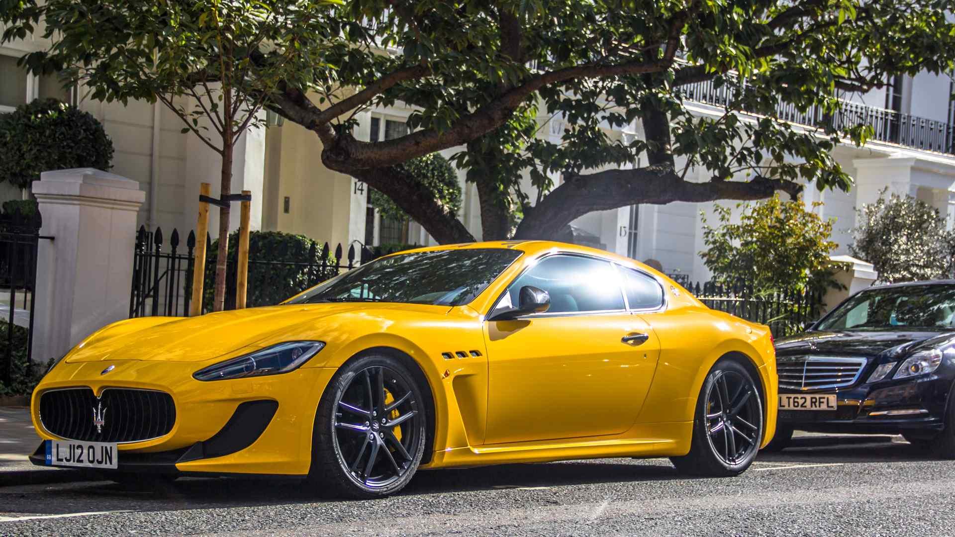 黄色玛莎拉蒂超跑酷炫帅气高清桌面壁纸