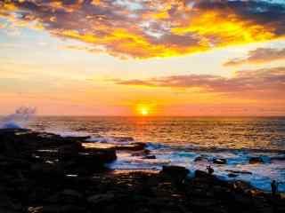 唯美黄昏时分的大海与天空壁纸