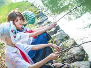 动漫萤火之森真人COS之河边玩耍桌面壁纸
