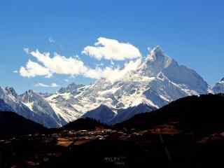 梅里雪山•缅茨姆神女峰风景桌面壁纸