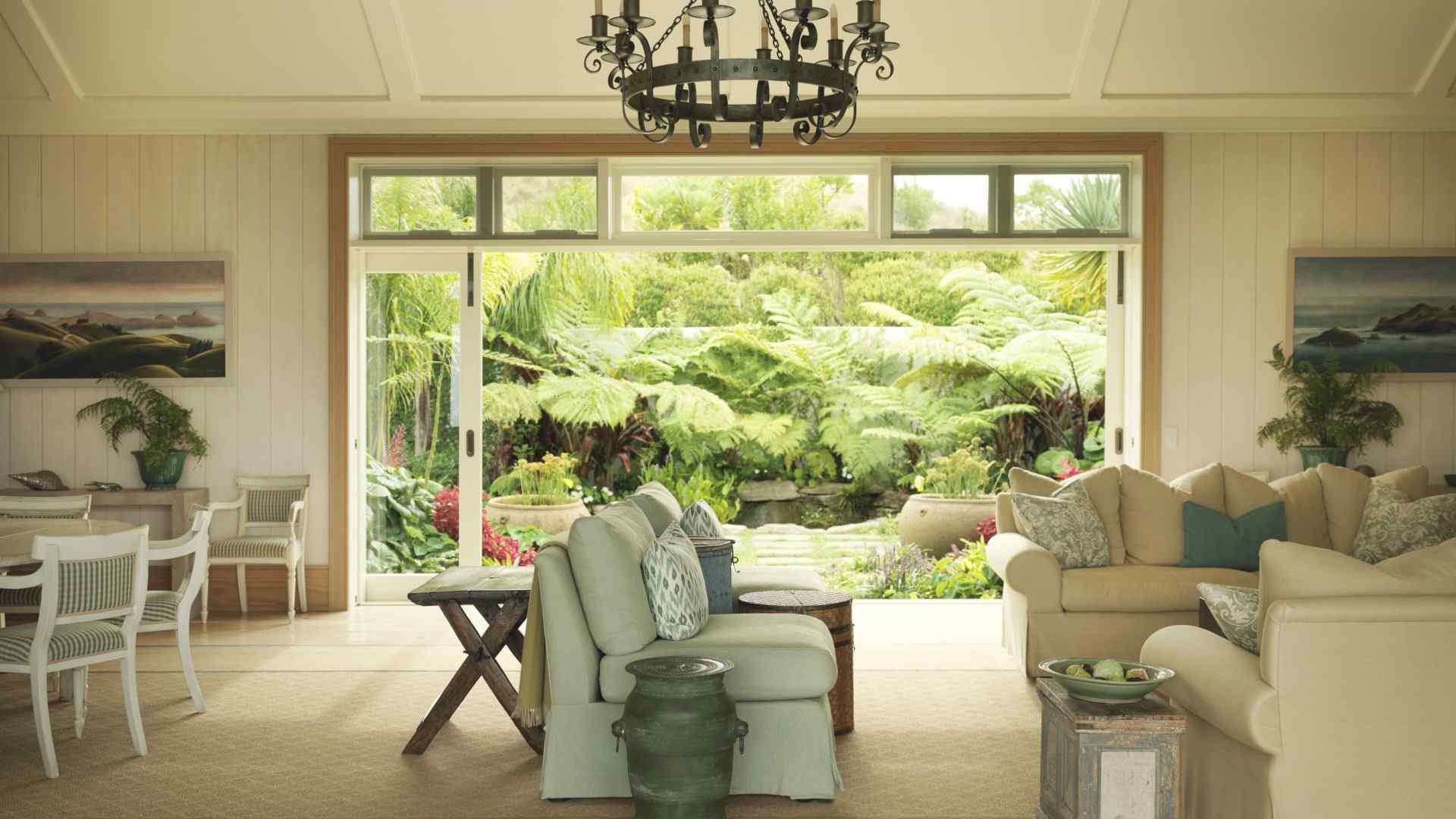 别墅沙发墙画温馨