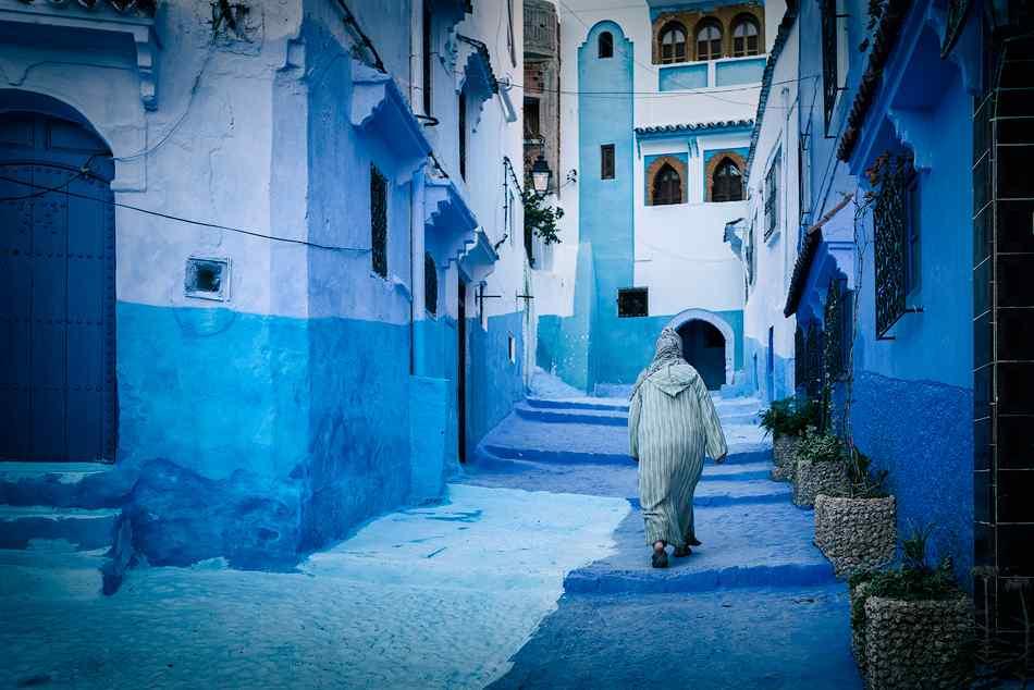 蓝色大门壁纸_摩洛哥地中风格海建筑物桌面壁纸 -桌面天下(Desktx.com)