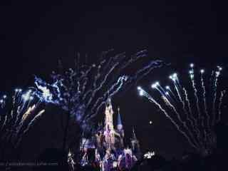 迪士尼乐园烟花下的城堡桌面壁纸