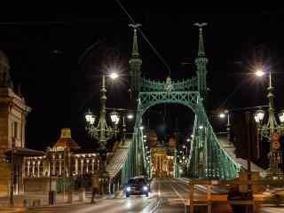 布达佩斯大桥夜景桌面壁纸
