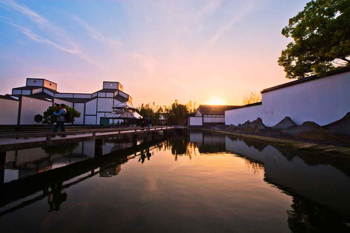 唯美的苏州博物馆夜景桌面壁纸