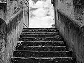 古老城堡的阶梯复