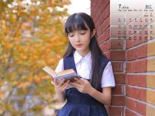 2017年7月日历大眼美女看书壁纸