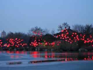 水岸人家唯美红色灯笼喜庆图片