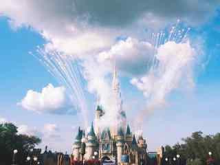 迪士尼白天美丽烟花图片