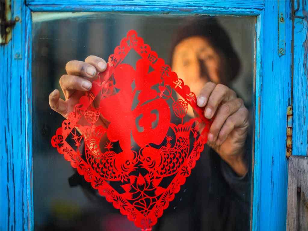 小年夜图片-红色福字窗花
