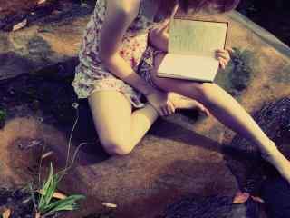 看书女孩文艺写真图片