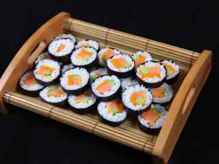 寿司大拼盘香肠卷桌面壁纸
