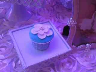 翻糖蛋糕蓝色花朵纸杯小蛋糕桌面壁纸