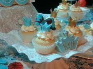 翻糖蛋糕创意小马蓝色蛋糕桌面壁纸