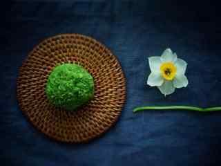 抹茶点心鲜花抹茶松露桌面壁纸