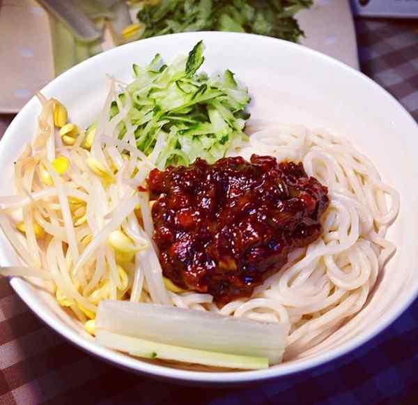 老北京特色风味炸酱面高清美食壁纸