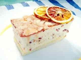 打破次元壁的美食食戟之灵焦糖杏仁雪藏蛋糕桌面壁纸