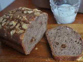 美味巧克力切片早餐面包图片高清桌面壁纸