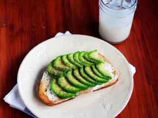 清新抹茶风味早餐面包图片高清桌面壁纸