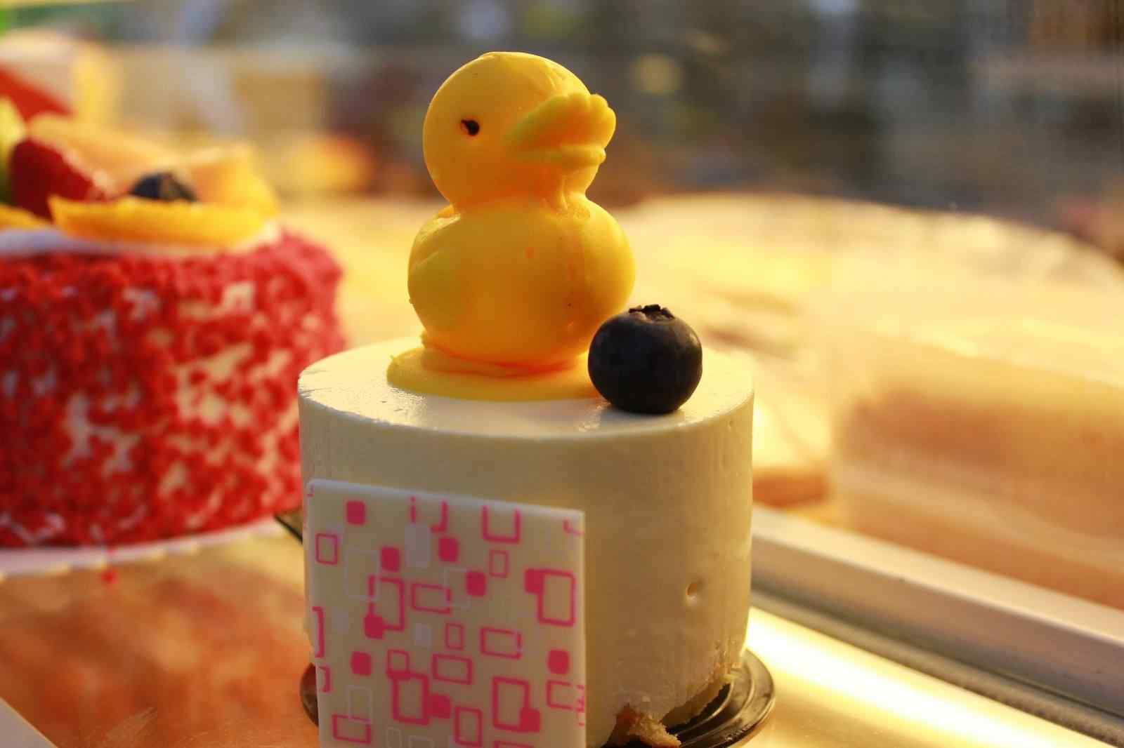 可爱的小鸭子图案美味蛋糕图片