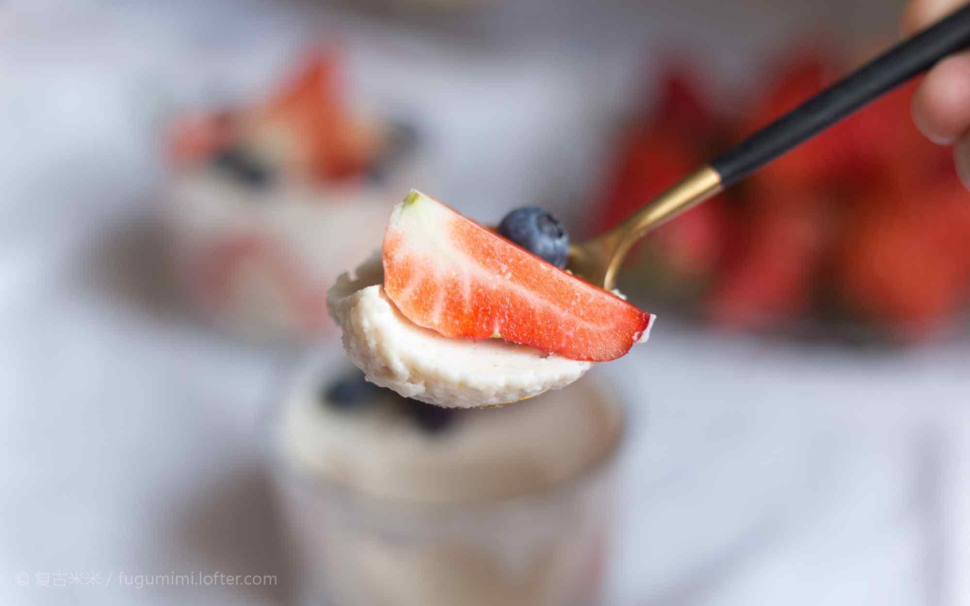 唯美好吃草莓蛋糕桌面壁纸