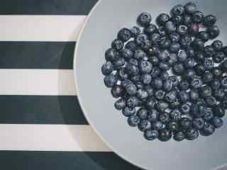小清新蓝莓果盘桌面壁纸