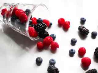小清新蓝莓和红莓桌面壁纸