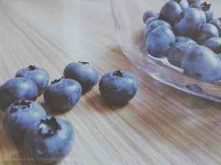 唯美小清新好看的蓝莓桌面壁纸