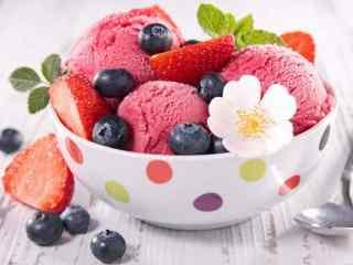 香甜可口的水果冰激凌桌面壁纸