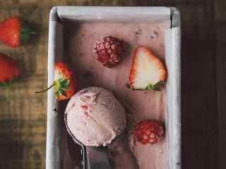 夏日冰镇清凉的草莓冰淇淋桌面壁纸