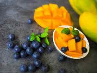 夏季美食芒果和蓝莓桌面壁纸