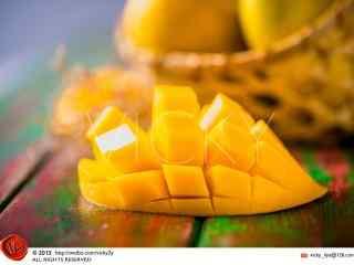 鲜嫩多汁的芒果桌面壁纸
