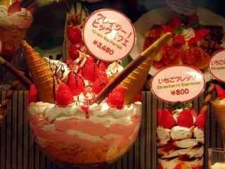 夏日美食甜甜草莓冰淇淋图片