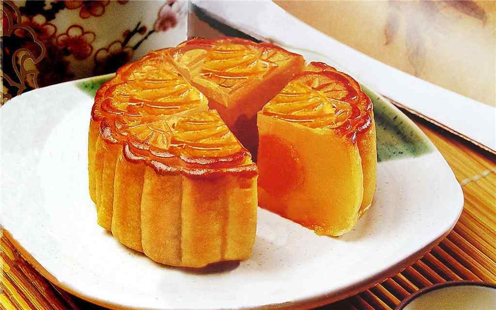 中秋节美食之切开的月饼桌面壁纸