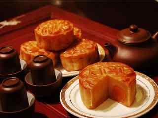 中秋节美食之蛋黄月饼壁纸