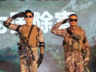 湄公河行动之彭于晏张涵予敬军礼桌面壁纸