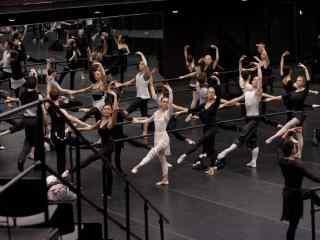电影《黑天鹅》天鹅湖芭蕾舞蹈桌面影视壁纸