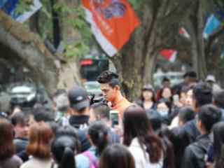 综艺节目看你往哪跑杭州站人群中的孙杨桌面壁纸