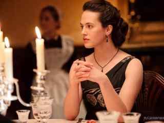 唐顿庄园小妹西比尔唯美餐厅剧照桌面壁纸