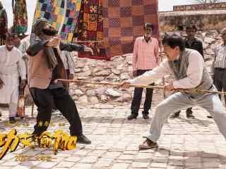 《功夫瑜伽》成龙印度街头斗戏法剧照图片