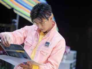 明星大侦探乔振宇翻阅现场桌面壁纸