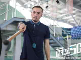 蔚蓝50米教练剧照桌面壁纸