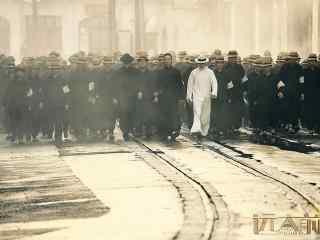 远大前程 师爷果靖霖领青帮众子弟霸气上街 气势全开吓退旁人