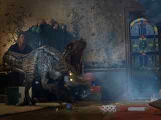侏罗纪世界2布鲁现身与欧文并肩作战剧照