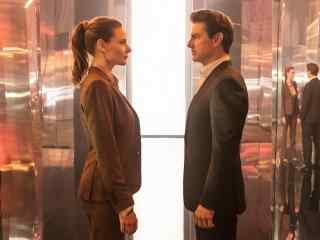 碟中谍6:全面瓦解汤姆克鲁斯和丽贝卡弗格森深情对视剧照