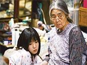 《小偷家族》奶奶柴田初枝和孙女柴田亚纪剧照