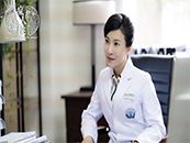 《疯人院》张棪琰饰演刘素主任剧照图片